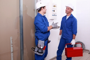 609_3676925-electricianstalking